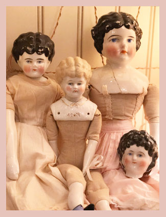 Antique Dolls & Charlottes