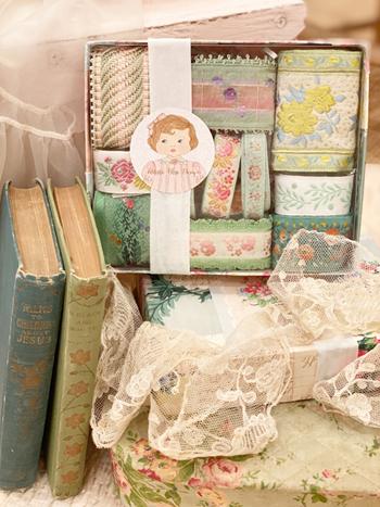 Graceful Green Vintage Ribbon Box